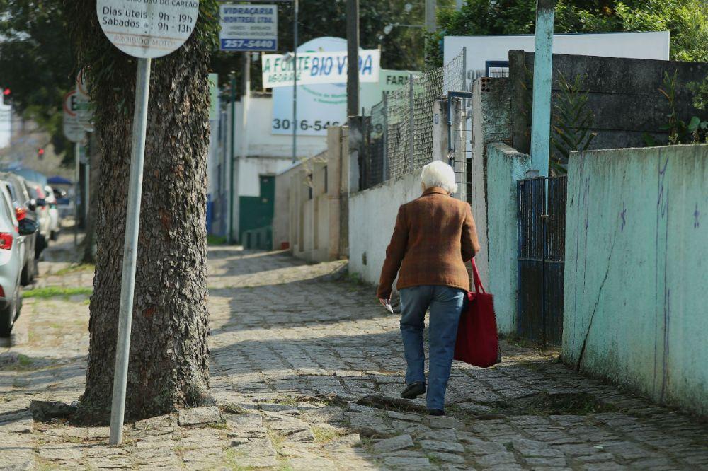 calcada-rua-mexico-idoso
